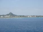 カーフェリーから伊江島を臨む.JPG